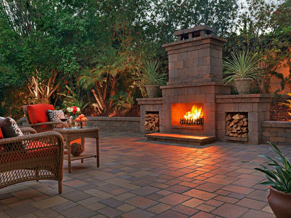 Outdoor-Fireplace-Pictures-Design